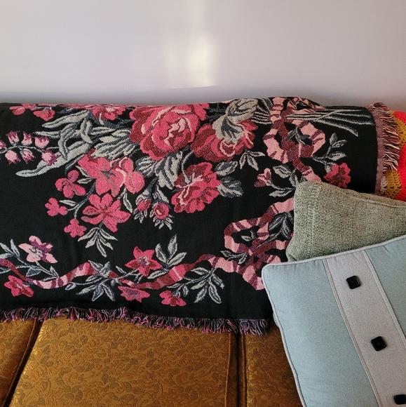 Black pink floral bow knit weave blanket